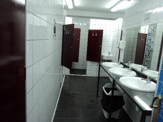Home Backpackers Hostel: Shared Bathroom