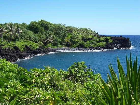 Valley Isle Excursions: Black Sand beach