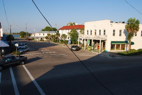 Apalachicola River Inn: Downtown Apalachicola from the Verandah Restaurant