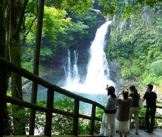 "Kawazu Nanadaru Waterfalls: The largest waterfall called ""O-daru"""