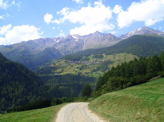 Hotel Biancaneve: Vista del valle donde está el hotel