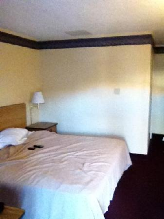 Motel 6 El Paso-Airport-Fort Bliss: very plain but clean