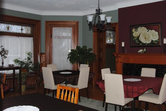 Elmcroft B&B: The Dining Room