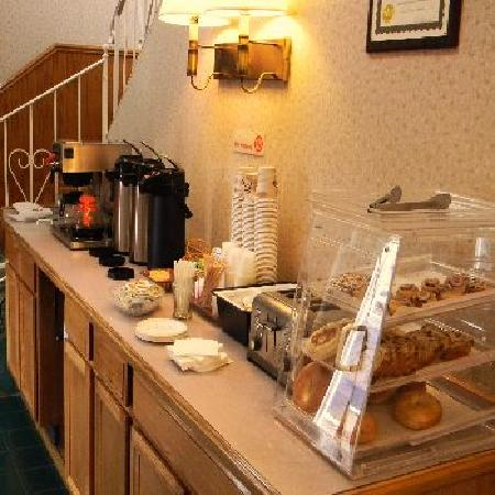 Saratoga Downtowner Motel: Continental Breakfast