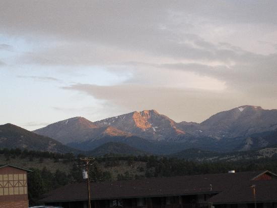 YMCA of the Rockies: View of Mt. Ypsilon from Wind River Lodge