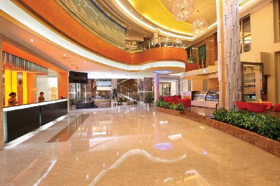 The Royale Gardens Hotel & Resorts : Lobby