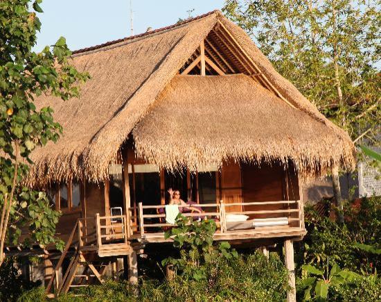 เตกัล ซาริ: wooden house