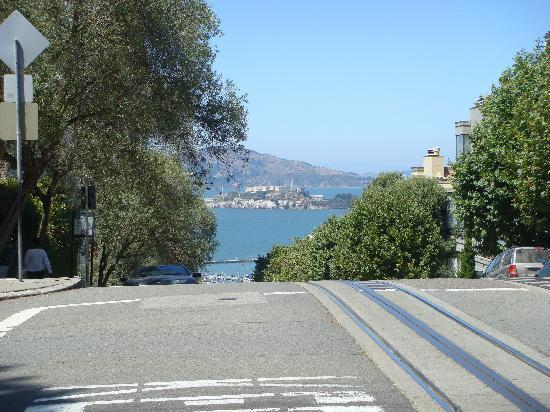 Vista panoramica all'inizio di Lombard Street