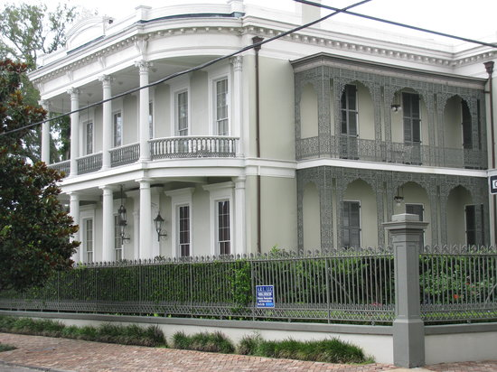 Haunted History Tours of New Orleans : Just one of many incredible mansion in the GD