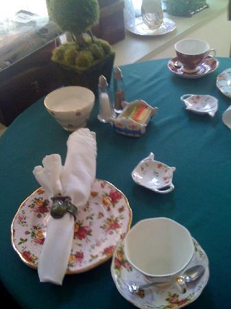 Ye Old English Shoppe: place setting at our table