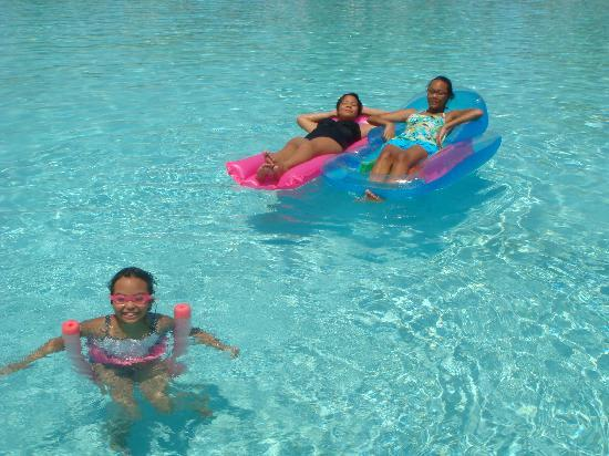Bluegreen Fountains Resort: More fun at the pool!