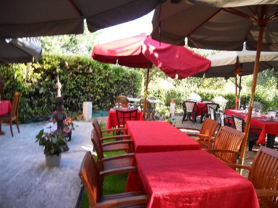 La Fontaine du Peyron: le jardin