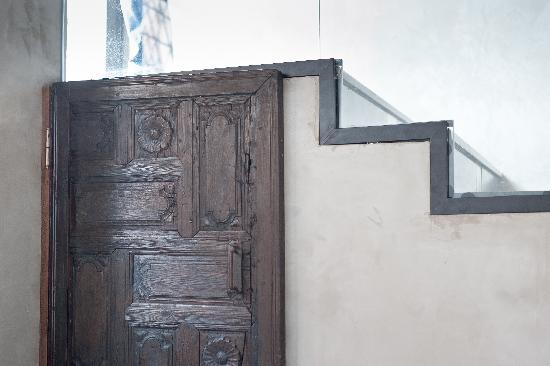 Peradays: Traditional door
