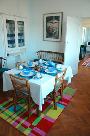 Blue On Blue Bed & Breakfast: Dining Room - Blue On Blue B&B