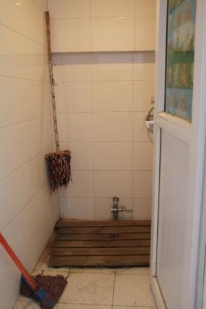 YouU Hostel: the shower