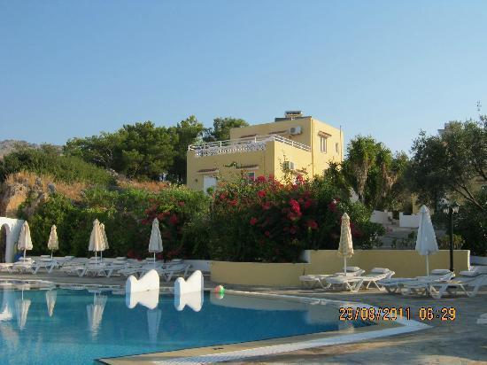 Eleni Apartments: Apartment from pool area