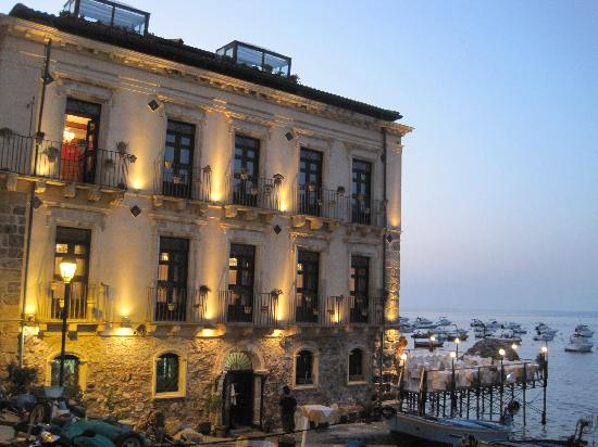 Il Principe di Scilla: esterno dell'hotel a l tramonto