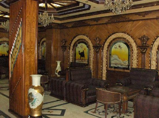 Four Seasons 2 Hotel: Hotel's lobby