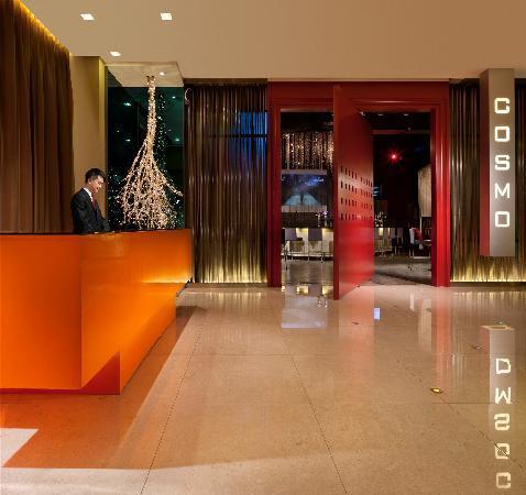 Cosmo Hotel Hong Kong: Hotel lobby