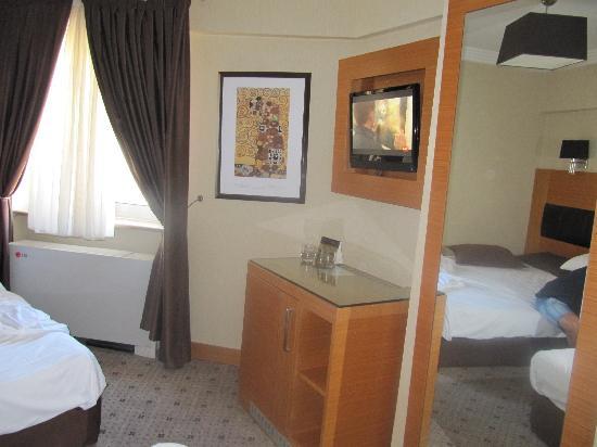 Mirilayon Hotel: Habitación para 3