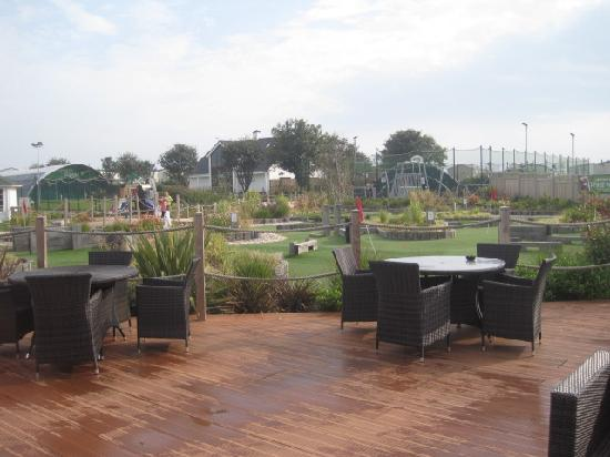 Hopton Holiday Park - Haven: Decked bar area