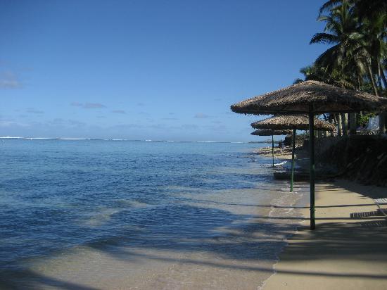 Outrigger Fiji Beach Resort : View along the beach.