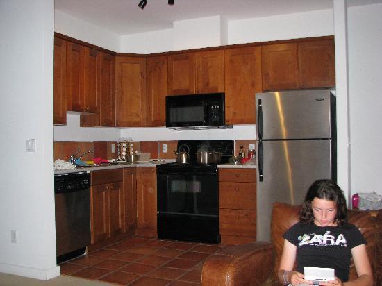 Water's Edge Shoreside Suites: cucina