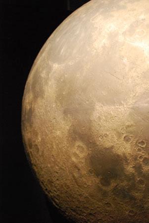 หอสังเกตุการณ์กริฟฟิท: A picture of a model moon