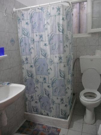 Marianos Apartments: bathroom