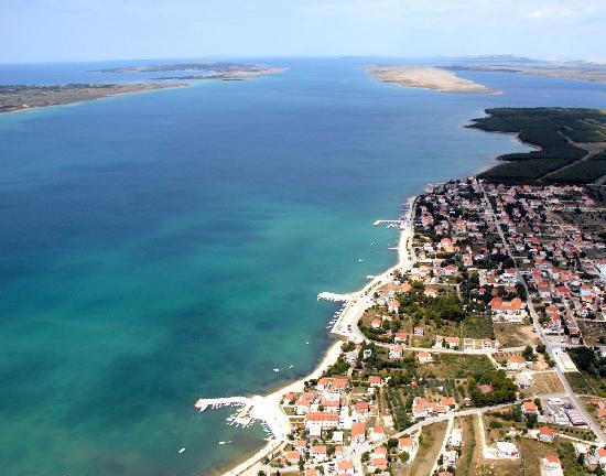 Luftbildaufnahme, Pension Smokvica im Bild mitte unten , Vrsi Kroatien