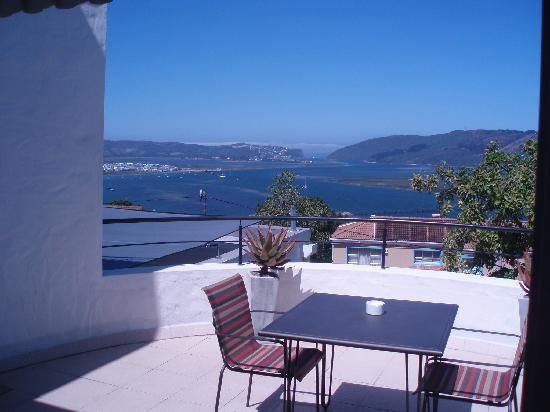 Villa Afrikana Guest Suites: View from the balcony over Knysna