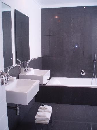 Villa Afrikana Guest Suites : Very nice bathroom