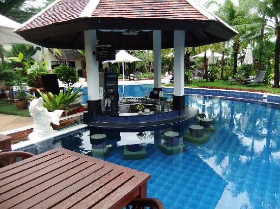 แอคเซส รีสอร์ท แอนด์ วิลล่า: bar pool with nice surroundigs