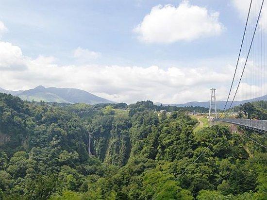 Oita Prefecture, Japan: 震動の滝がみえます!