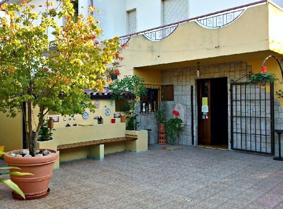 Entrata del ristorante picture of locanda del convento for Europeo arredamenti mosciano sant angelo