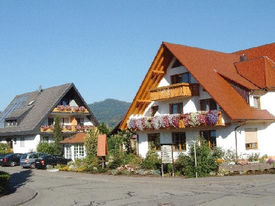 Schwarzwaldstube: Haupthaus u. Gästehaus