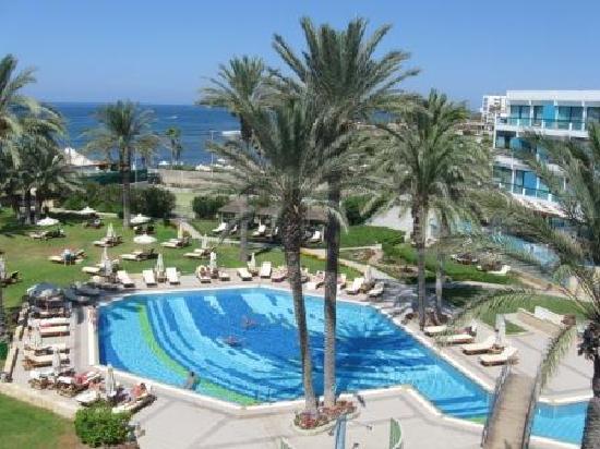 Constantinou Bros Asimina Suites Hotel: хороший сервис на пляже