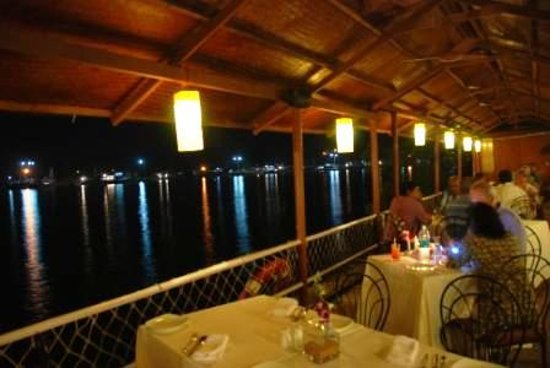 The Fisherman's Wharf: River deck...