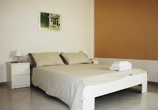 """Tresessanta360 Bed & Breakfast: """"Scirocco"""" stanza matrimoniale con possibilità di letto aggiunto."""