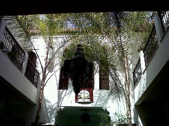 Riad La Porte Rouge: Il patio