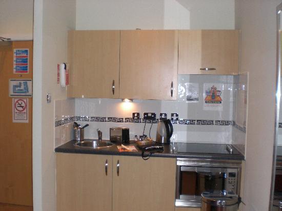 Grand Plaza Serviced Apartments: Cocina
