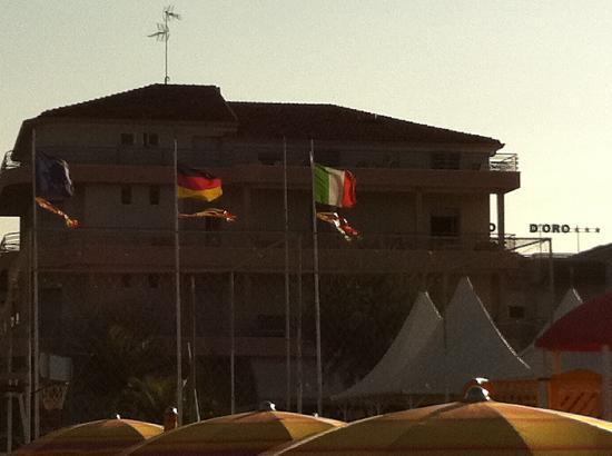Hotel Villa Mauri : vista hotel dalla spiaggia