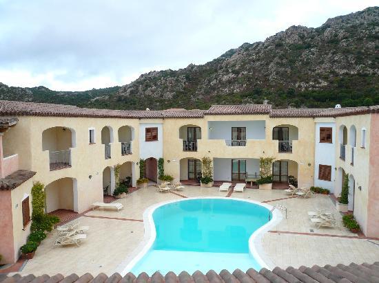 Hotel Monti di Mola: The hotel