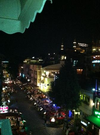 Tria Elegance Istanbul: Night view from our balcony