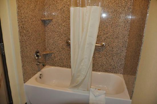 La Quinta Inn & Suites Las Vegas Airport South: Bathtub/Shower Combo