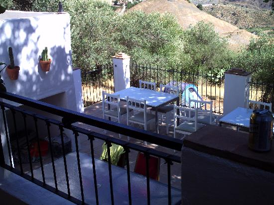 The Olive Branch: veiw of the outside eating area