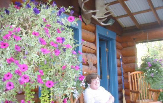 Hatcher Pass Bed & Breakfast: Here I am relaxing on the front porch