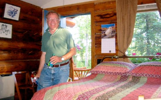 Hatcher Pass Bed & Breakfast: The cabin was so  nice inside!