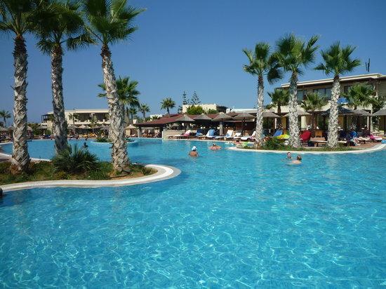 Stella Village Hotel & Bungalows: une des piscine