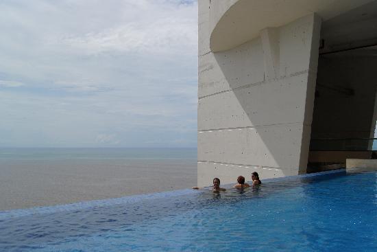 Trump International Hotel & Tower Panama : pool view